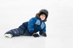 滑冰的男孩户外 免版税库存照片