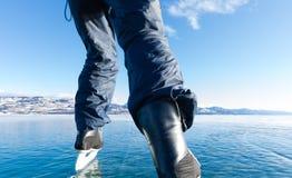 滑冰的结冰的湖Laberge育空加拿大 库存照片