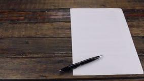 滑子行动,说谎在一个空白纸的笔,与您的文本的一个地方 股票录像
