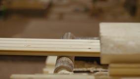 滑木匠处理器机器的木板条在锯木厂工厂 股票录像