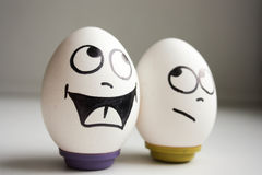 滑稽和滑稽的鸡蛋 两个鸡蛋为万圣夜 免版税库存照片