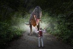 滑稽的侏罗纪公园,恐龙吃人 免版税库存图片