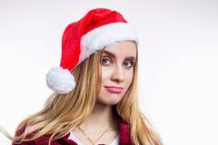 滑稽的做鬼脸的圣诞老人女孩特写镜头画象白色背景的 库存图片
