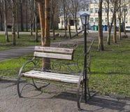 滑稽的公园雕塑 免版税库存照片
