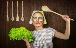 滑稽的妇女厨师 库存照片