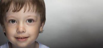 滑稽的愉快的小男孩 免版税图库摄影