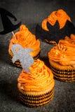 滑稽的杯形蛋糕为万圣夜 免版税库存照片