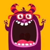 滑稽的紫色有角的动画片妖怪佩带的镜片 有宽张的嘴的滑稽的妖怪 万圣节向量例证 皇族释放例证