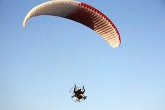 滑翔伞关闭 库存照片