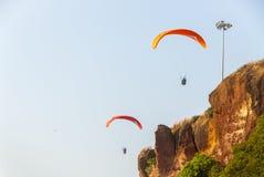 滑翔伞在印度 免版税库存照片
