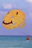 滑翔伞微笑 库存照片