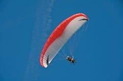 滑翔伞游人 库存图片