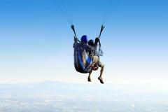 滑翔伞纵排 库存图片