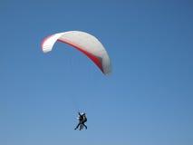 滑翔伞纵排 免版税库存照片