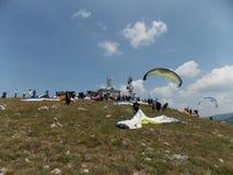 滑翔伞越野竞争 库存图片