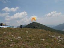 滑翔伞越野竞争 库存照片