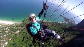 滑翔伞飞行员,物理被妨碍 股票视频