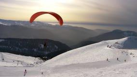 滑翔伞 极其体育运动 冬天飞行 影视素材
