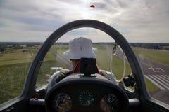 滑翔机着陆 免版税库存图片