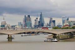 滑铁卢桥梁在伦敦,英国 库存图片
