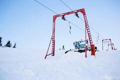 滑雪倾斜准备机器 免版税库存照片