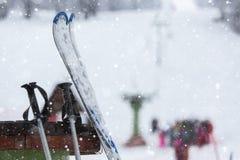 滑雪和设备 库存图片