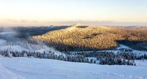 滑雪场在Ruka在冬天,芬兰 免版税库存照片
