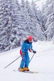 滑雪妇女年轻人 免版税库存图片