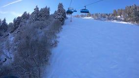 滑雪电缆车在梅里贝勒手段的时间间隔在法国 股票录像