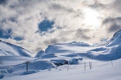 滑雪电缆车在阿尔卑斯 库存照片
