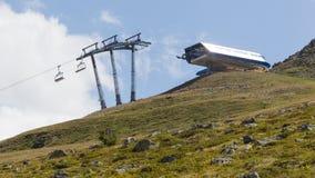 滑雪电缆车的末端驻地 免版税图库摄影