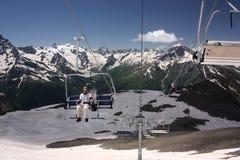 滑雪电缆车的滑雪者 库存照片