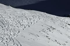 滑雪的接近的边缘 库存照片