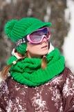 滑雪者微笑的年轻人 免版税库存照片