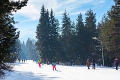 滑雪胜地班斯科,保加利亚,人们,山景 免版税图库摄影