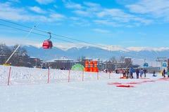 滑雪胜地班斯科,保加利亚,人们,山景 库存图片