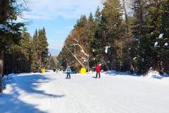 滑雪胜地班斯科,保加利亚,人们,山景 免版税库存照片