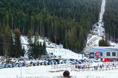 滑雪胜地班斯科,保加利亚,滑雪者,山 免版税库存图片