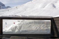滑雪胜地的看法在阿尔卑斯瑞士在冬天 免版税库存图片