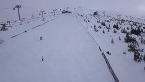 滑雪胜地Jasna斯洛伐克山低Tatras空中寄生虫顶视图4K 影视素材