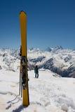 滑雪黄色 免版税库存图片
