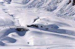 滑雪pistes在阿尔卑斯 免版税库存照片