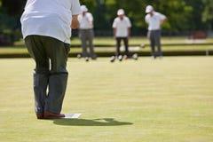 滚保龄球比赛草坪 免版税库存图片