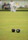 滚保龄球比赛草坪 库存照片