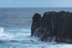 滚动在火山岩的膨胀在雷乌尼翁冰岛 库存图片