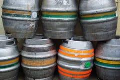 滚磨啤酒 库存照片