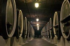 滚磨地窖酒酿酒商 免版税库存图片
