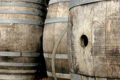 滚磨橡木酒 免版税库存照片