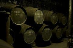 滚磨黑暗的warehou酒 免版税图库摄影