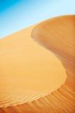 滚阿拉伯沙漠的沙丘 库存图片